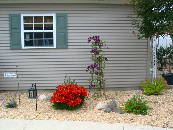 landscaping in a mobile home community