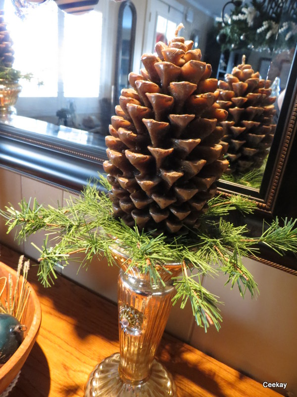 Manufactured Home Holiday Decor Ideas -Living room decorated for Christmas - Pine Cone Display 2