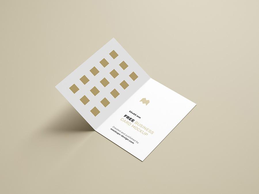 Free folded business cards mockup / 85x55mm - Mockups Design Free