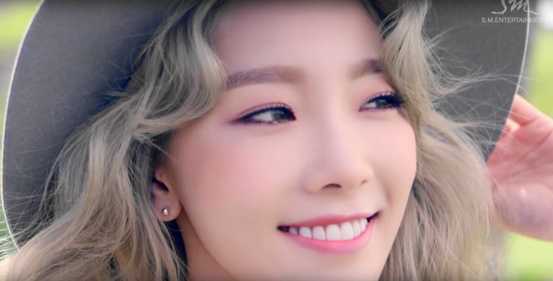 Sweet Little Girl Hd Wallpaper I By Taeyeon Kpop Song Of The Week Modern Seoul