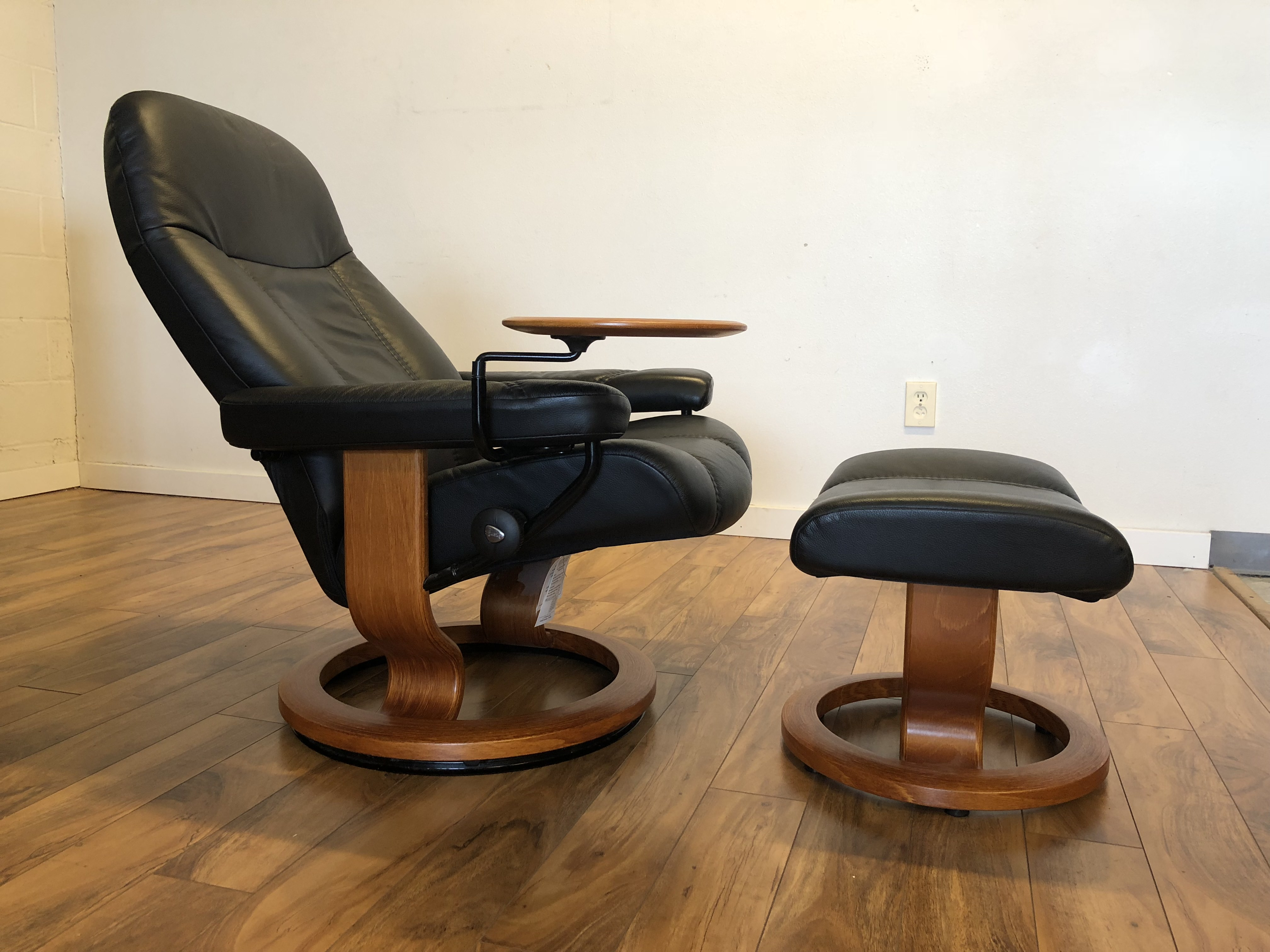 Ekornes Consul Large Sold Ekornes Consul Small Recliner And Ottoman Modern To