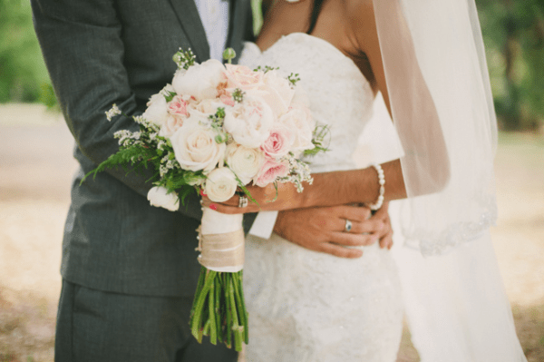 Cute Ways to Coordinate Bride and Groom Wedding Outfits