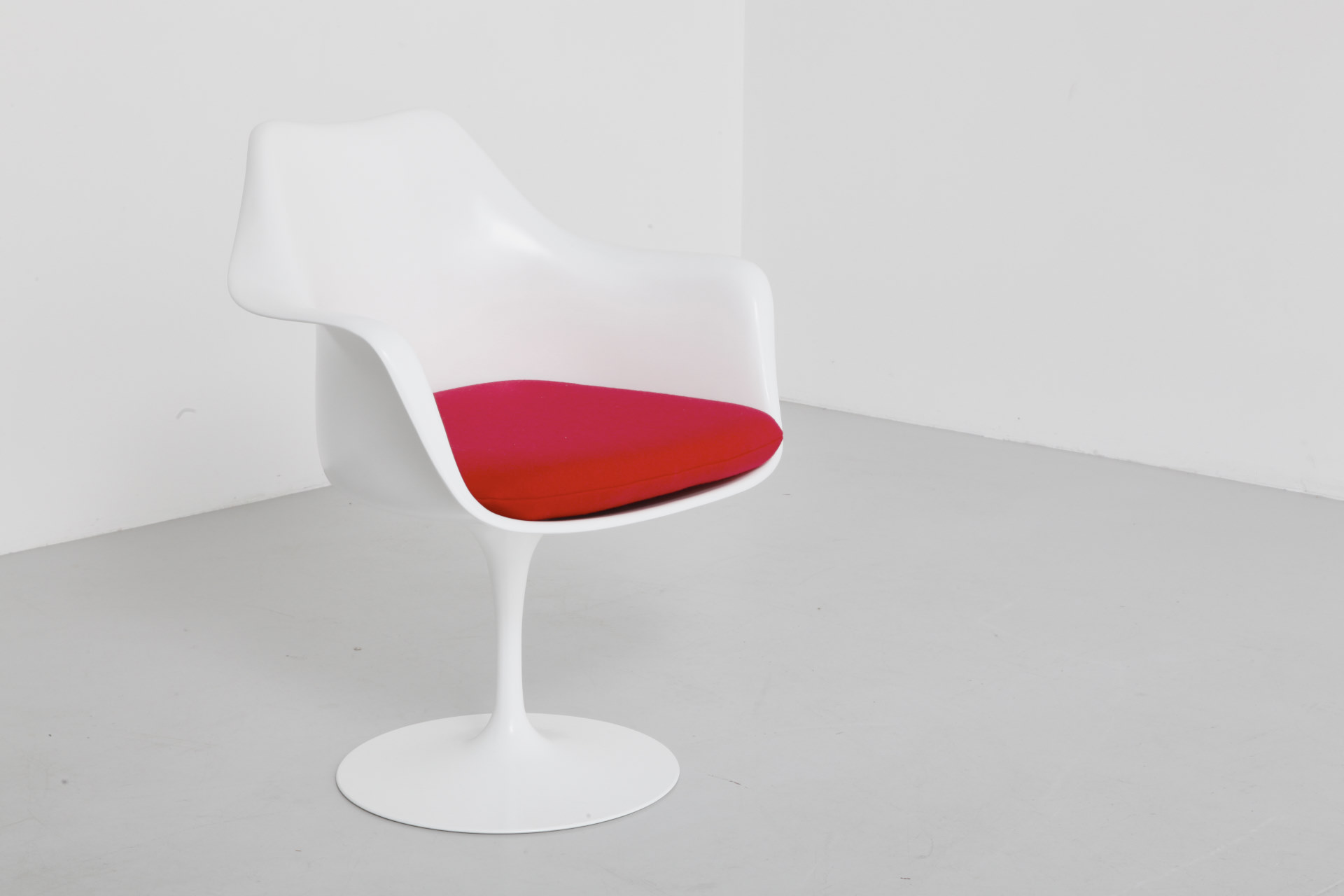 Knoll International Tulip Chairs By Knoll International Eero Saarinen Archive