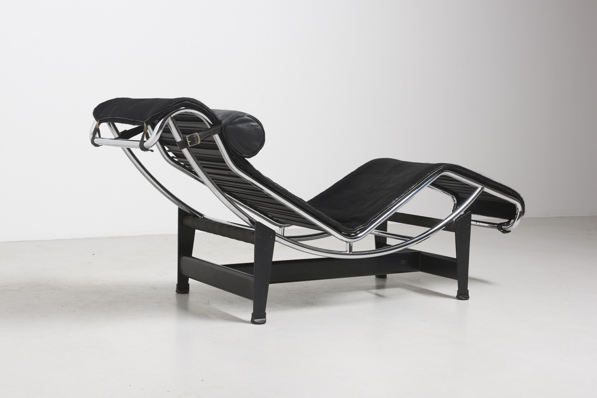 Chaise Longue Tweedehands Lc4 Le Corbusier Archive Modest Furniture