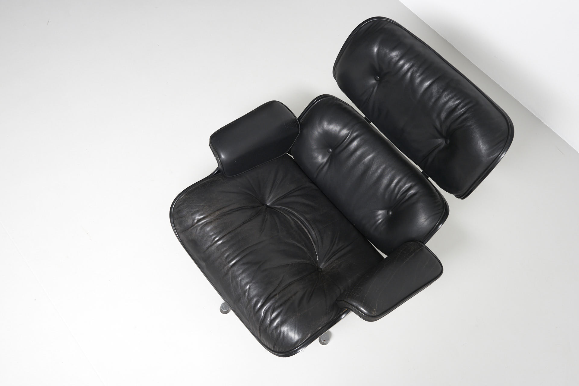 Vitra Lounge Chair Tweedehands 2 X Black Eames Lounge Chair Charles Ray Eames