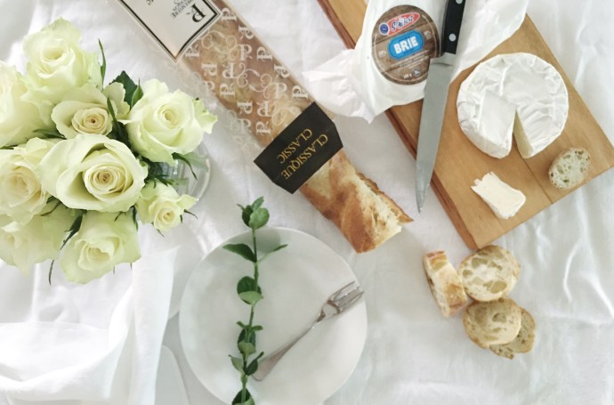 Diner en blanc Ottawa Fashion Blog White dinner menu idea baguette and brie