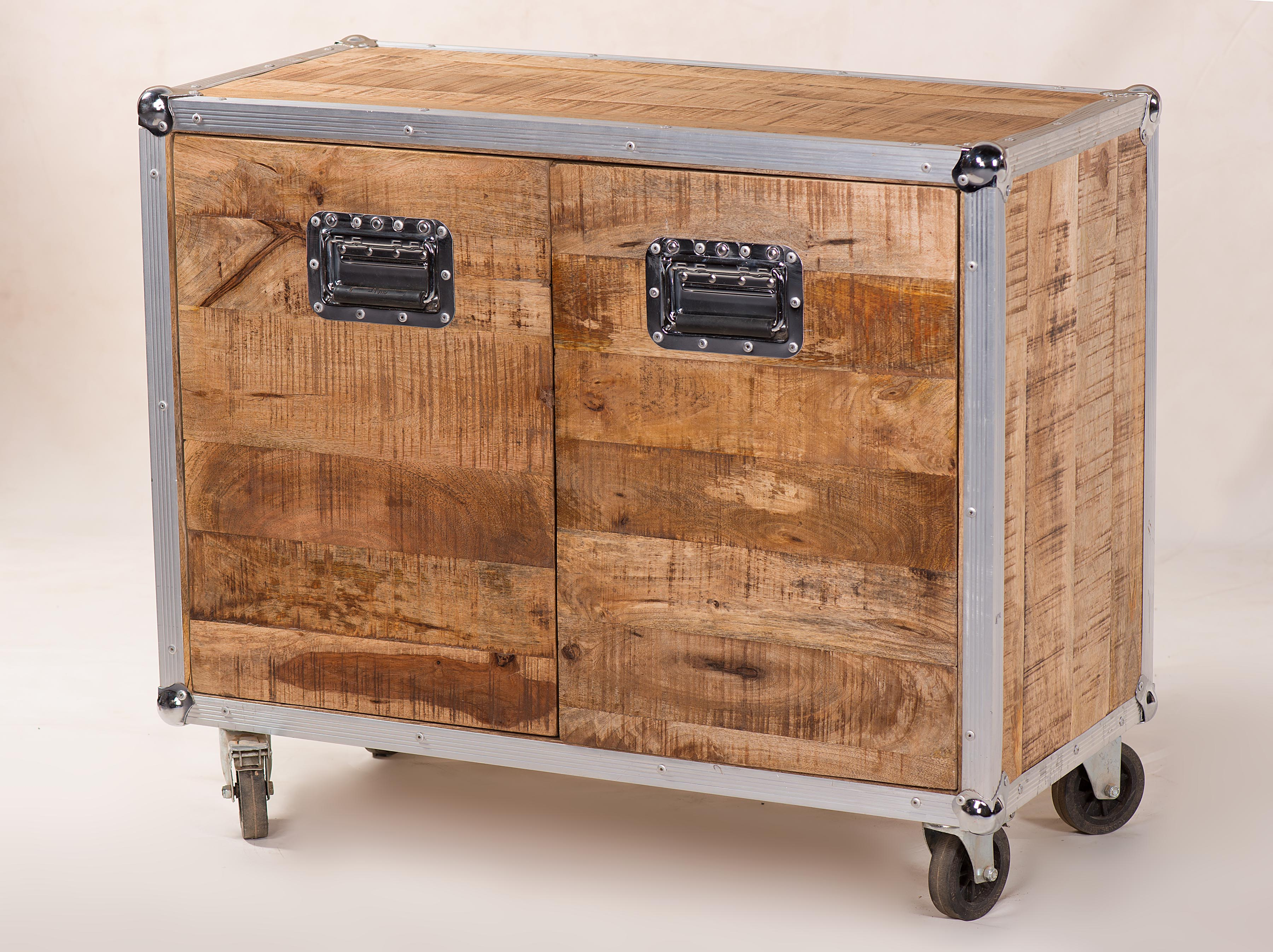 Recycling Couchtisch Couchtisch Truhe Im Industrial Chic Design Aus Recycling Holz