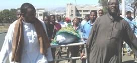 رجال ونساء قبليون يقتلون ويحرقون مصلح سيارات في مقديشو