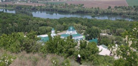 Pomelnicile pot fi transmise online la Mănăstirea Saharna FOTO: e-excursii.com