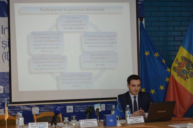 """Expertul IDIS """"Viitorul"""" Viorel Pârvan prezintă rezultatel studiului FOTO profil Facebook pagina IDIS Viitorul"""