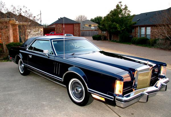 1979 Lincoln Mark V - Information and photos - MOMENTcar