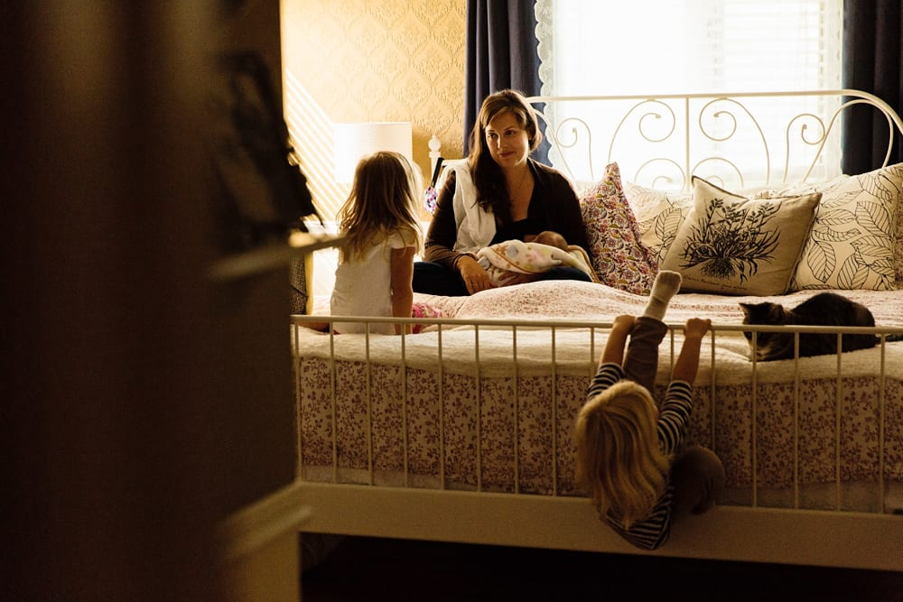 Cornwall family photographer - sisters in bedroom with mom
