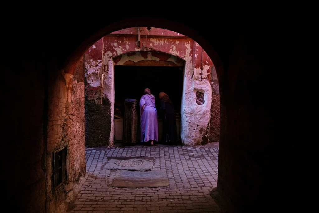 Wedding photographer in Morocco - women buying produce from vendor