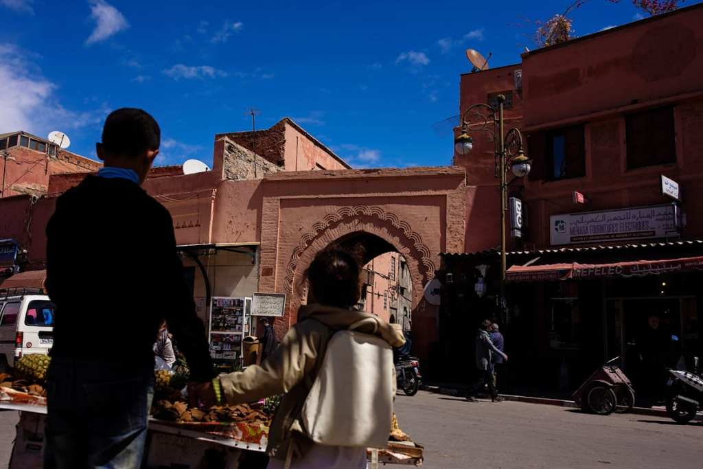 Wedding photographer in Morocco - children prepare to enter medina
