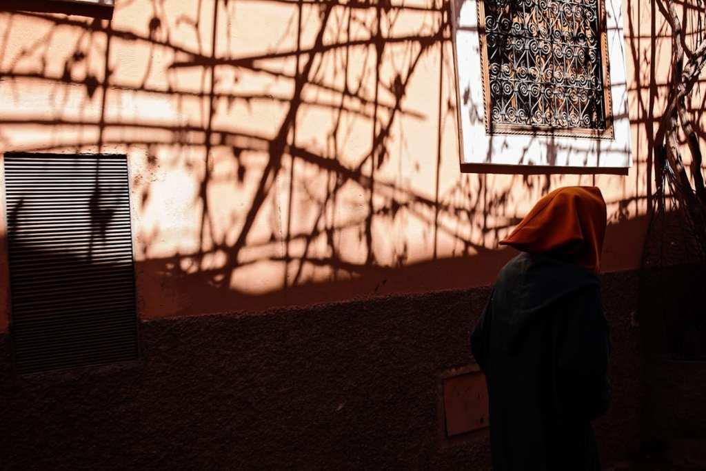 Wedding photographer in Morocco - boy in orange hood