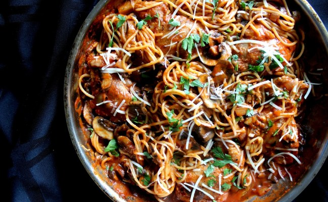 Chicken Mushroom Spaghetti In Spicy Red Wine Tomato Sauce Recipes