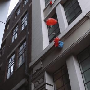 Jafflechutes: livraison de sandwichs par parachute