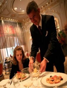 maitre d'hotel service repas table