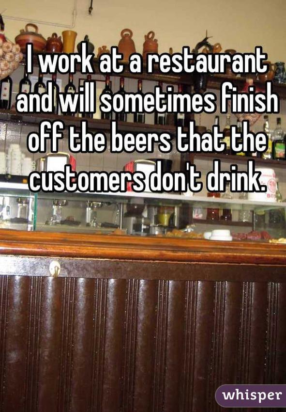 barman boit bière