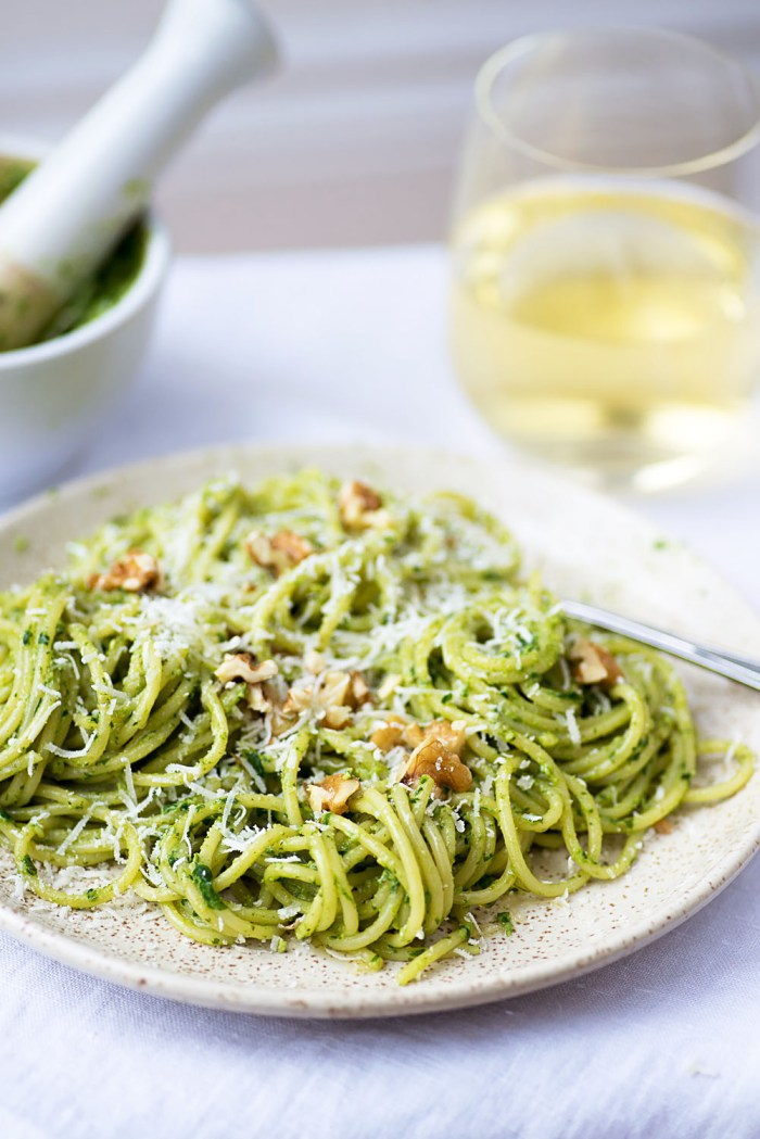 Spaghetti with Rocket and Walnut Pesto - Mondomulia