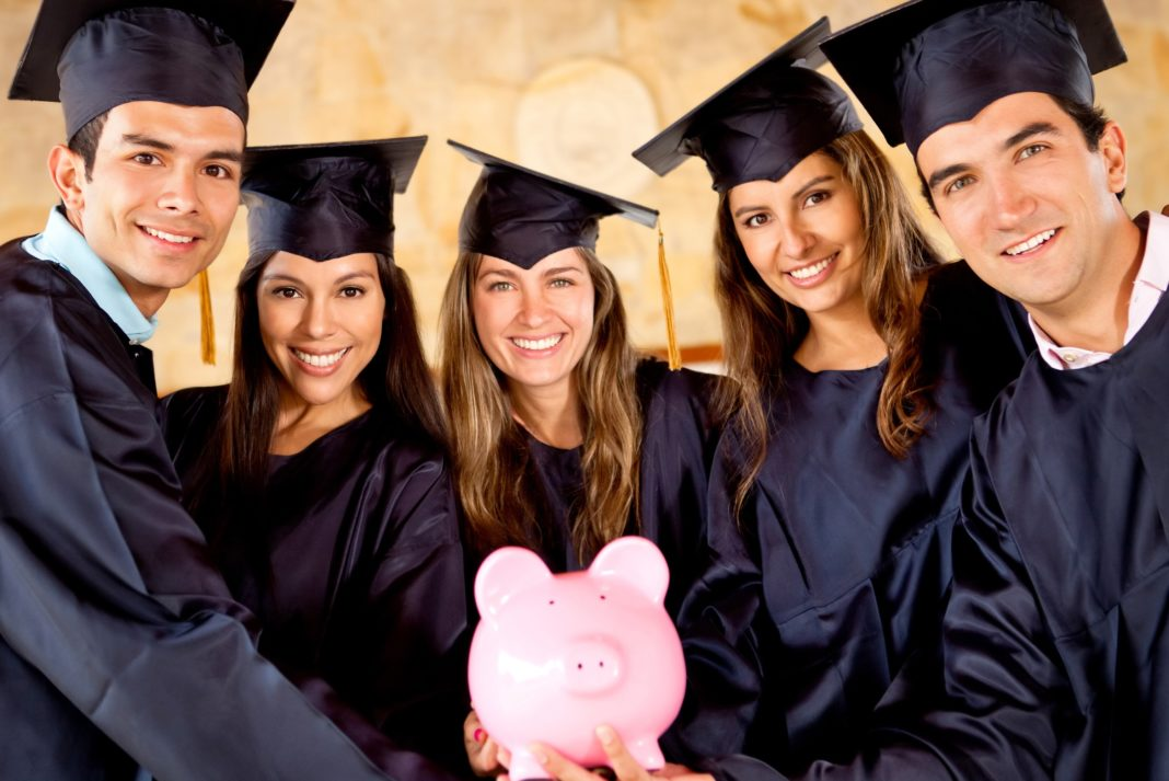 8 Financial Tips for College Students to Save and Manage Money Better