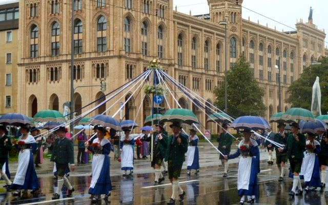 oktoberfest parade MAIN