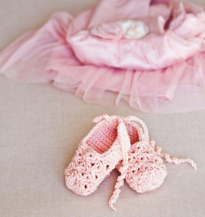 Stunning crochet Point Shoes for a little ballerina (free pattern)