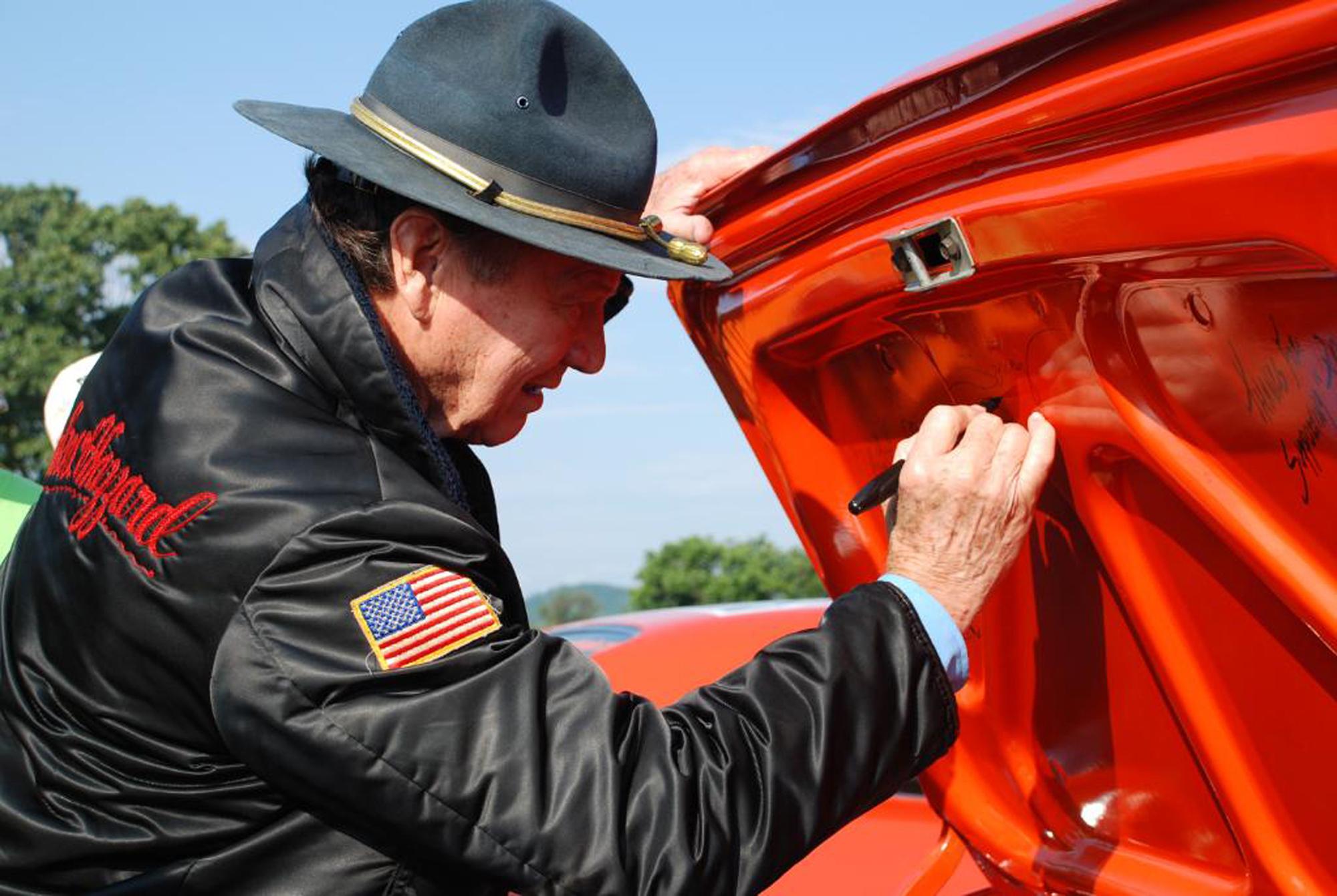 John Schneider To Auction His Own General Lee 69 Dodge