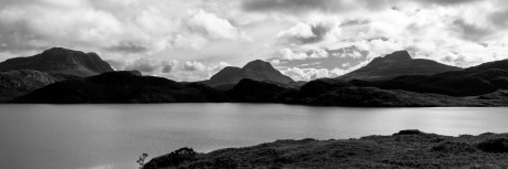 Vue sur les montagnes des highlands depuis le Loch Buine Moire