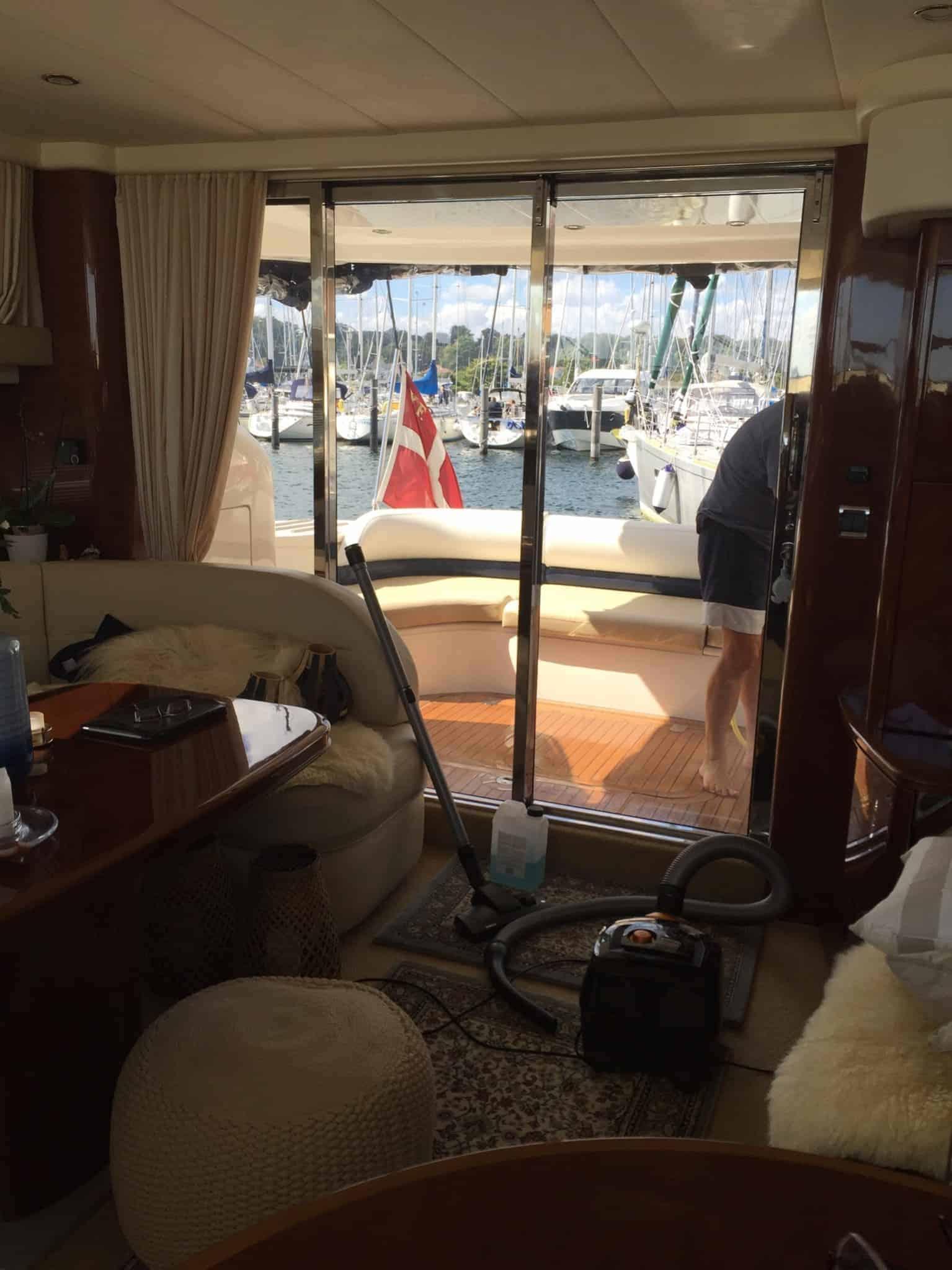 "Store rengøringsdag om bord på ""Susie"""