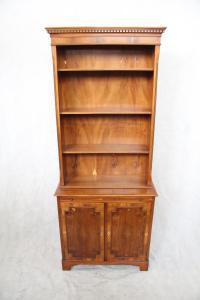 """""""Bookcase"""" Wohnzimmerschrank Barschrank Eibe"""
