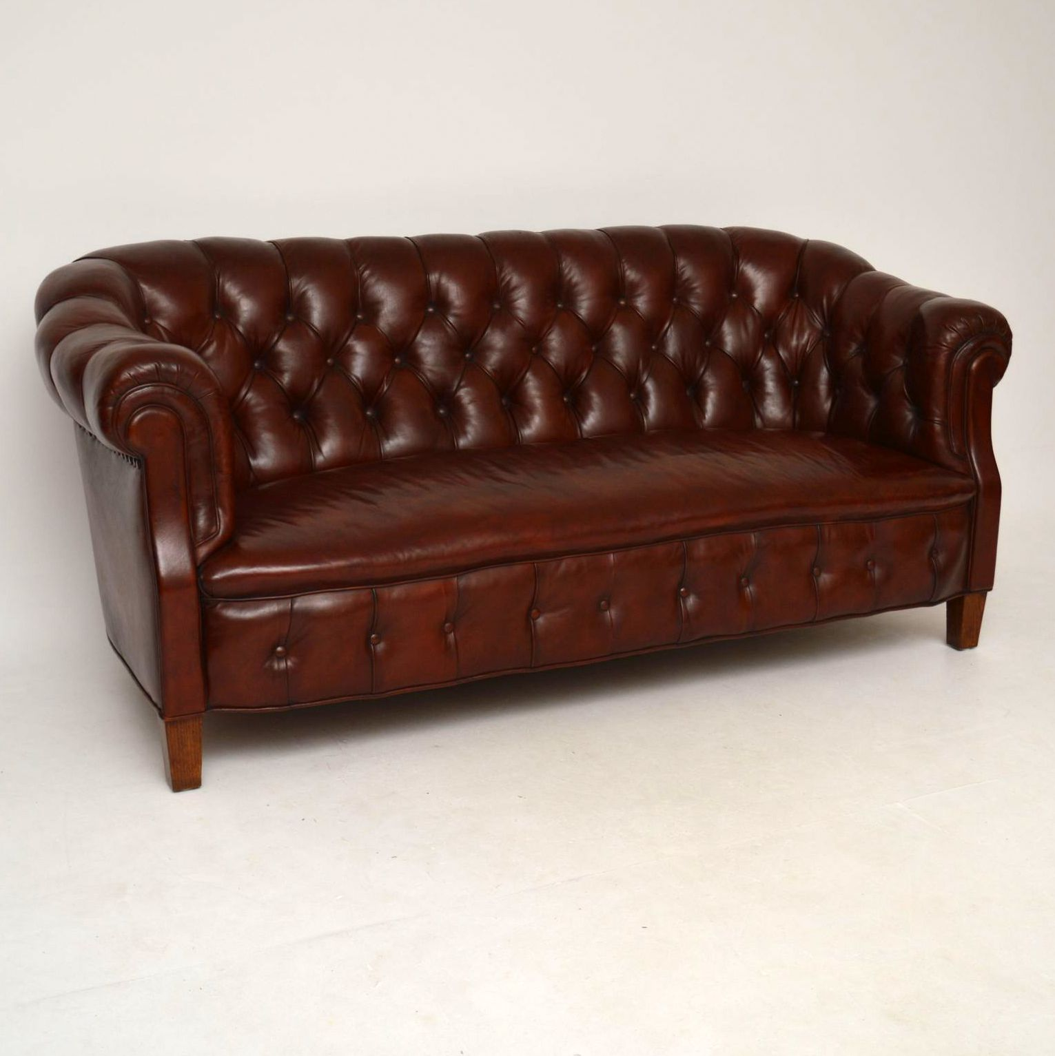 Schwedische Schlafsofas Antikes Swedish Leather Chesterfield Sofa