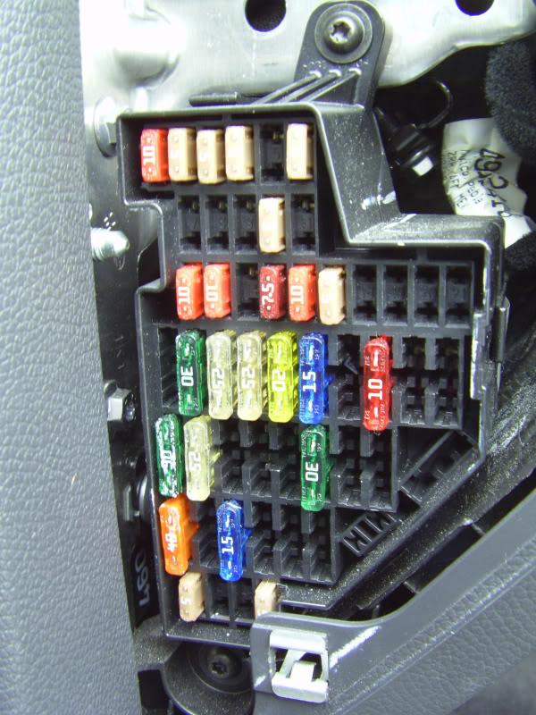 fuse box in seat leon