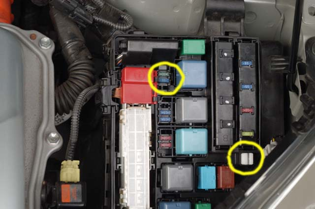 Toyota Corolla Fuse Box Diagram - image details