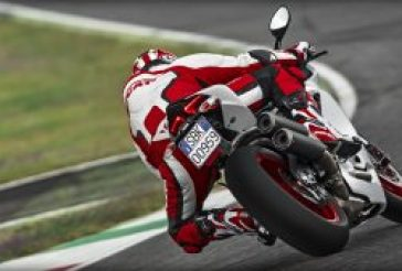 SBK-959-Panigale_2016_Amb-07_1920x1080.mediagallery_output_image_[1920x1080]