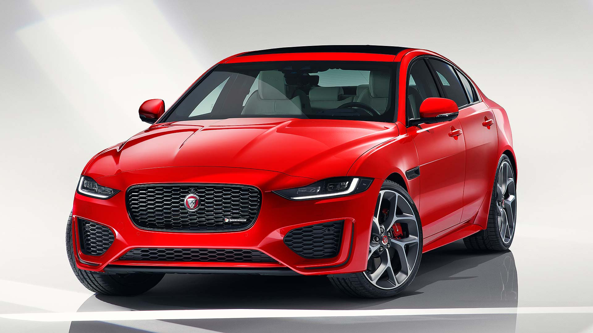 Jaguar Xe Engine Jaguar Xe Overhauled With New Gadgets And Cleanest In Class