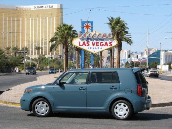 Andrés O'Neill photo Scion xB road trip 02 Las Vegas sign