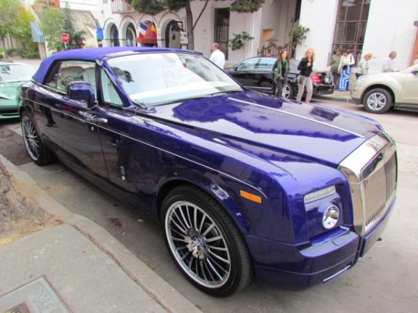 Aberración para unos, belleza para otros: un Rolls-Royce violeta.
