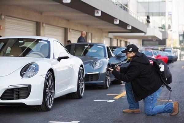 Otro boricua concentrado en el 911: José Carmona, del semanario Caribbean Business. Foto: Mauricio Carrera para Porsche