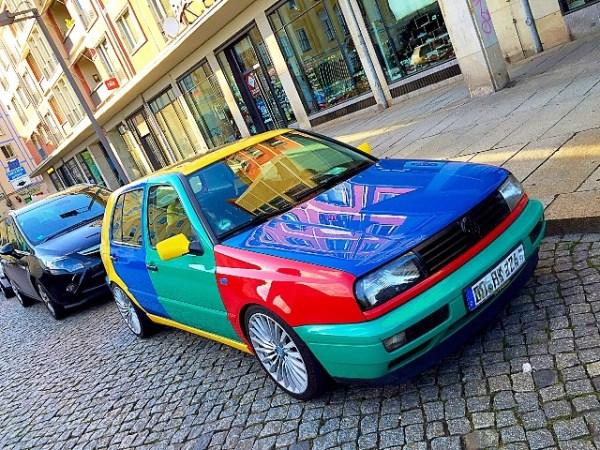El Golf Harlequin es una rarísima edición especial que Volkswagen limitó a tan sólo 264 unidades. Éste lo vi hace unas semanas en la ciudad alemana de Dresden. ¿Será genuino? FOTOS: Andrés O'Neill, Jr.