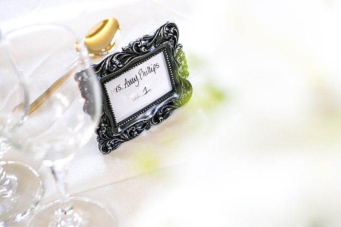 Framed place setting | Photography by Anne Skidmore via @mtnsidebride
