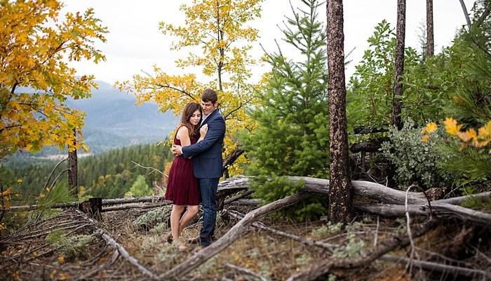 Elegant Mountaintop Engagement near Lake Selmac in Oregon