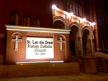 160130-st_leos_catholic_church_minot-nighttime-IMG_0044