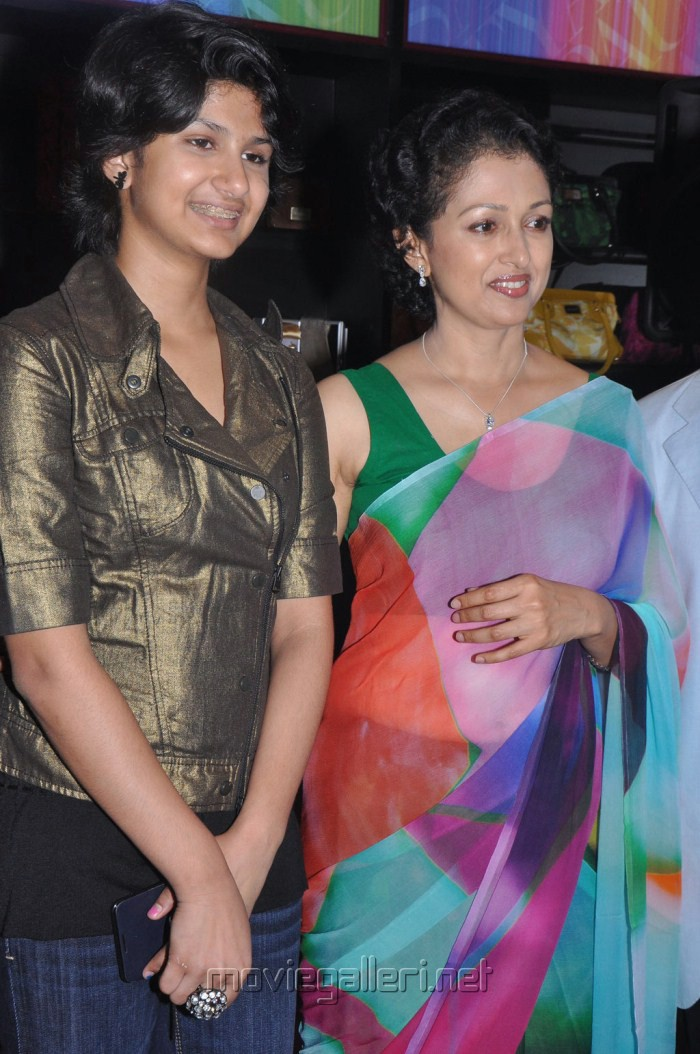 Jr Ntr Hd Wallpapers Picture 212570 Gowthami With Daughter Subbulakshmi