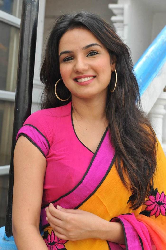 Desi Cute Girl Wallpaper Picture 309256 Telugu Actress Jasmine In Saree Stills