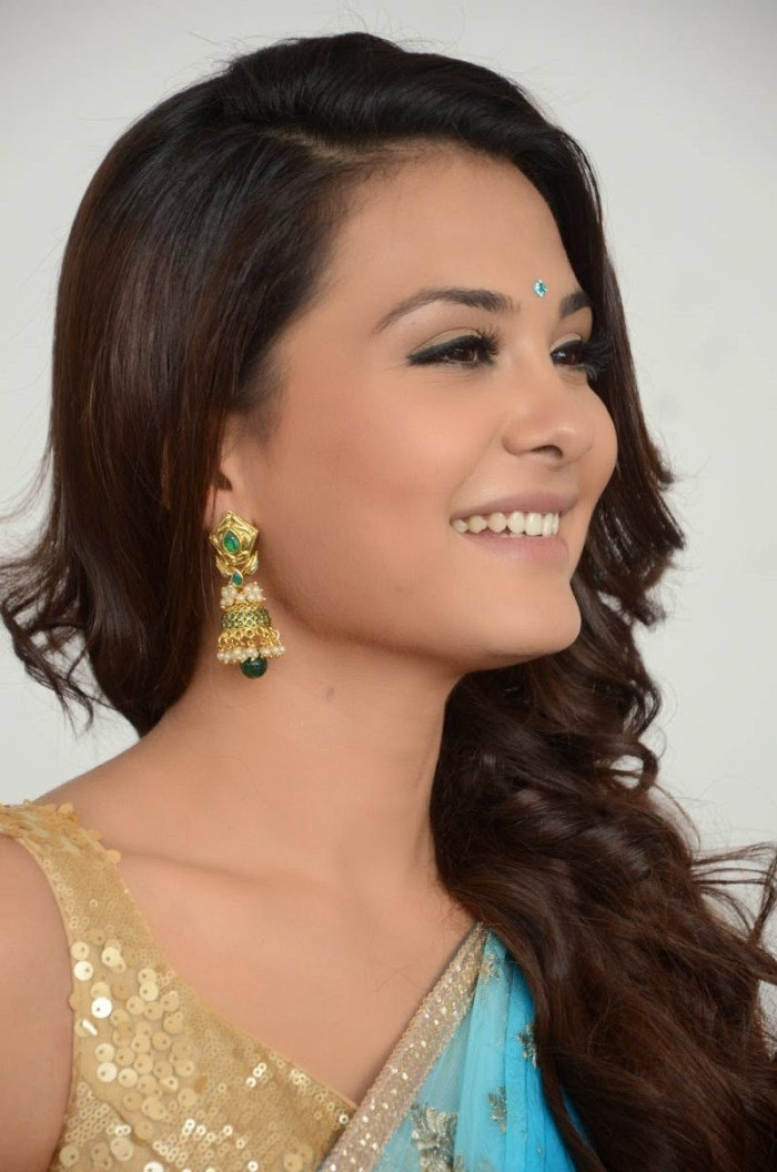Jr Ntr Hd Wallpapers Picture 688120 Heroine Nazia At Aashiqui 2 Telugu Remake