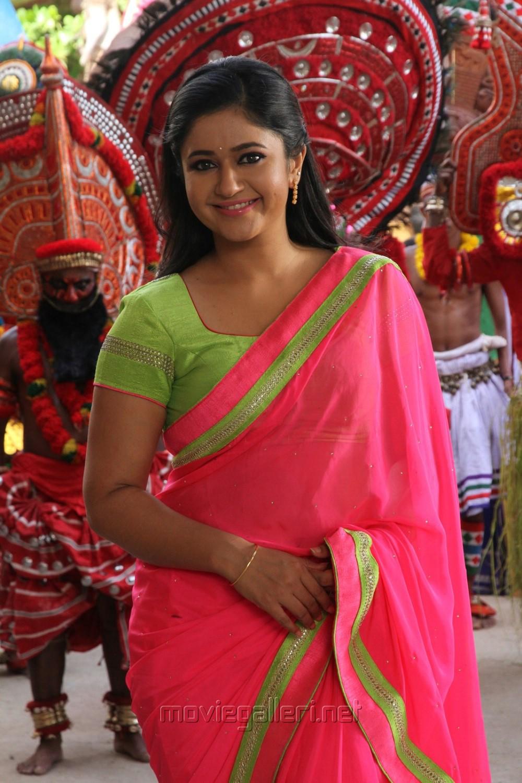Jr Ntr Hd Wallpapers Picture 995291 Aranmanai 2 Actress Poonam Bajwa Saree