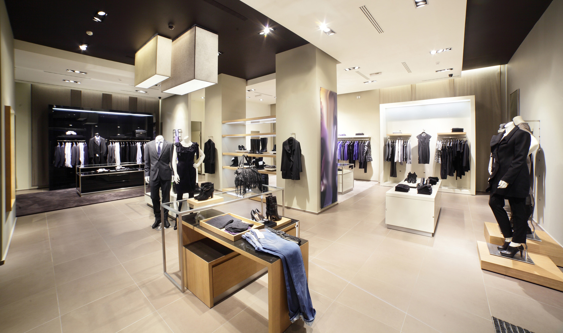 Moderne Stores Modern And Fashion Clothes Store Moving Tactics