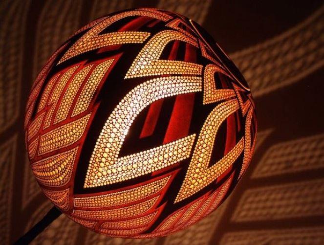 Deco Diy Lampe Chemise Originale : Przemek krawczynski transforme les calebasses en lampes moving