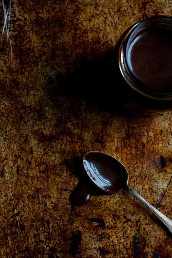 easy homemade chocolate sauce | movita beaucoup